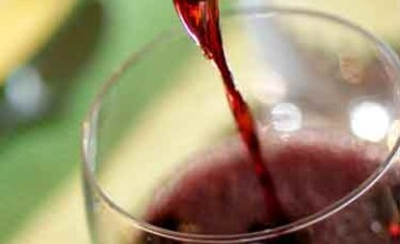 Incepe sarbatoarea vinului la Timisoara. Mircea Baniciu si Vlady Cnejevici, pe lista invitatilor