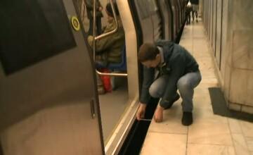 Reportaj ProTV: Ce distante sunt intre peron si tren in statiile de metrou, in conditiile in care maxima admisa e de 8 cm