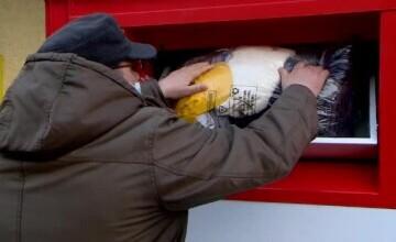 Sute de kg de haine au ajuns la oamenii nevoiași din Iași. Inițiativa prin care oricine poate să doneze