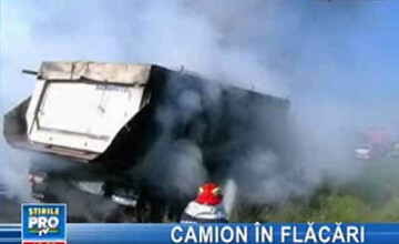 Un camion a luat foc pe şoseaua dintre Cluj şi Oradea