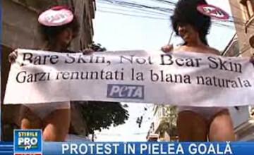 Protest nud în faţa Ambasadei Marii Britanii