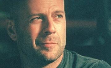 Bruce Willis a stropit cu apă maşina unor paparazzi