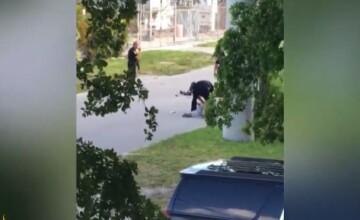 Barbat din Florida, impuscat de un politist in plina strada. Victima incerca sa calmeze un pacient bolnav de autism