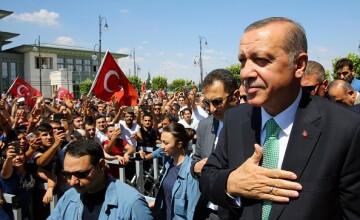 Militari si politisti turci s-ar fi \