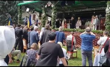 Mii de credincioși au fost prezenți la ceremonia de preluare a Arhiepiscopiei Sucevei și Rădăuților