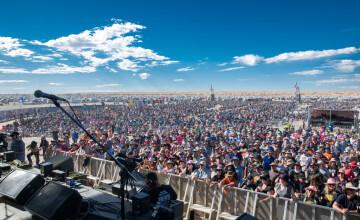Mii de persoane participă la festivalul de muzică Big Red Bash din Australia, care se desfășoară în deșert