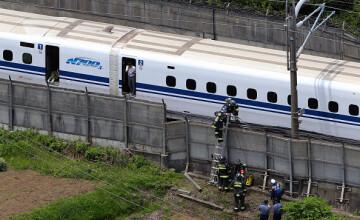 Un barbat si-a dat foc intr-un tren de mare viteza din Japonia. O femeie a facut un stop cardiac cand a vazut scenele
