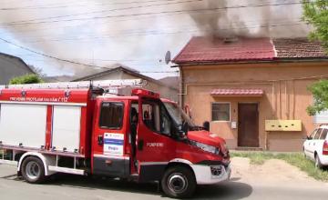 Mansarda unei case din Timisoara a fost cuprinsa de flacari. Ce s-a intamplat cu cei doi copii aflati in apartament