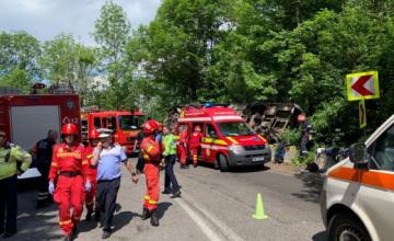 Plan Roşu, după ce un autocar cu copii s-a răsturnat între Pârâul Rece şi Râşnov