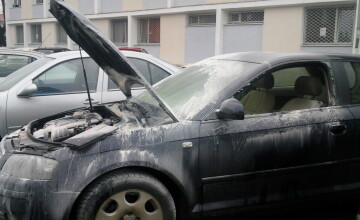 Incendiu in Complexul Studentesc. O masina aflata in parcarea unui camin a fost cuprinsa de flacari