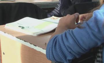 Audieri la scoala unde o invatatoare a fost inregistrata injurand elevii de clasa I. Decizia autoritatilor in privinta femeii