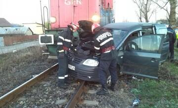 Microbuz lovit de locomotiva, in Ploiesti. Ce s-a intamplat cu pasagerii din autovehicul