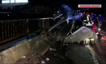 O șoferiță de 22 de ani a intrat cu mașina într-un cap de pod. Ce suspectează polițiștii