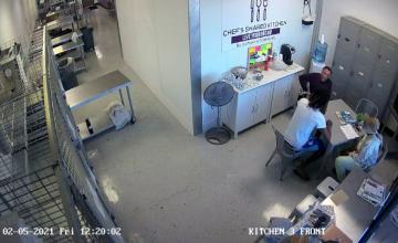 Un bărbat din SUA, arestat, după ce a scos un pistol în timpul unei discuții de afaceri cu un cuplu afro-american