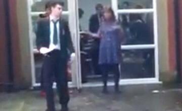 Un elev din Marea Britanie a fost exmatriculat si interograt de politie, dupa ce i-a facut o gluma unei profesoare