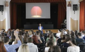 Amalia Sterescu, fondatoarea primei scoli de public speaking din Romania: \