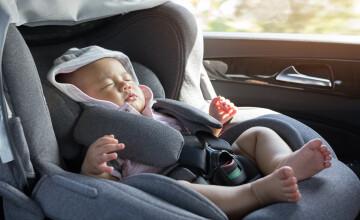Părinţii unui nou-născut au uitat bebeluşul în taxi la întoarcerea de la spital. Reacția tatălui