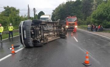 Microbuz cu 12 pasageri răsturnat în Vâlcea. A fost activat Planul roşu