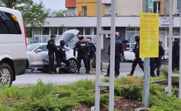 Bătaie între 2 clanuri din Baia Mare, cu săbii și cuțite, în fața unui supermarket