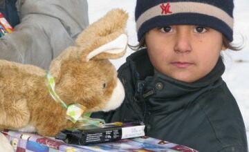 """""""ShoeBox"""", proiectul inedit adoptat din strainatate si care aduce zambete pe chipul copiilor saraci"""