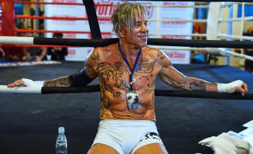 Mickey Rourke a slabit 15 kg si urca in ring dupa 20 de ani de pauza. Cum se antreneaza actorul la 62 de ani. GALERIE FOTO