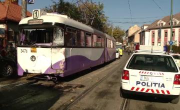 17 raniti, printre care si doi copii, in Timisoara dupa ce tramvaiul in care se aflau s-a lovit de o cisterna