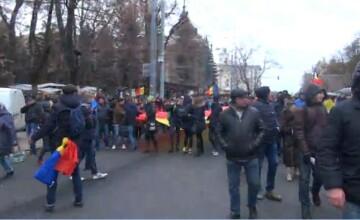 Proteste la Chisinau. Zeci de oameni au iesit in strada si cer repetarea alegerilor prezidentiale. LIVE VIDEO