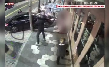 A intrat cu masina in mai multe persoane care se luasera la bataie in fata barului. Imagini socante filmate in Florida