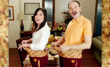 Pantalonii de Ziua Recunoștinței, destinați celor care înfulecă friptură peste măsură