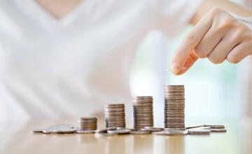 Avertisment de la Moody's: Creşterea rapidă a salariilor pune în pericol competitivitatea economică a României
