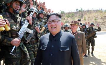 """Paradă """"cu sute"""" de rachete balistice în Phenian, înaintea Jocurilor Olimpice de Iarnă"""