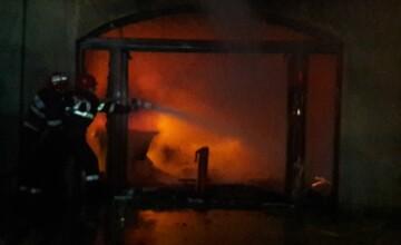 Incendiu uriaş în Târgovişte. Pompierii au cerut ajutor de la Bucureşti