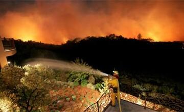 Stare de urgenta in California: 200 de vile au fost mistuite de flacari