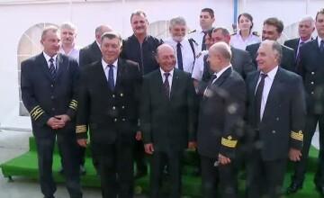 Basescu a primit un petrolier in miniatura, replica a vasului pe care a fost capitan, \