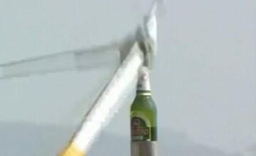 Deschizatorul chinezesc. Cum reusesc asiaticii sa desfaca sticlele de bere cu elicopterul. VIDEO