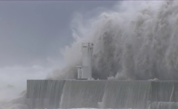 Japonia, lovita din nou de un taifun puternic. Cel putin 4 oameni au murit, inclusiv 3 militari americani