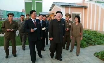 Noi poze cu liderul coreean Kim Jong Un alimenteaza zvonurile despre problemele de sanatate de care ar suferi. FOTO