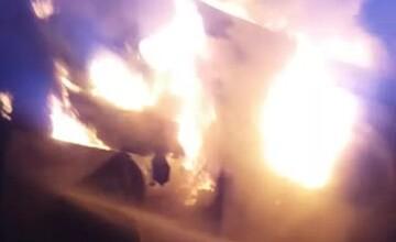 Incendiu uriaş în Prahova. Pompierii au intervenit cu 4 autospeciale