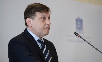 Crin Antonescu: Parlamentarii asociati grupului Tariceanu ar trebui exclusi din PNL