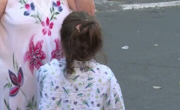 Fetita de 5 ani, muscata de un caine in curtea spitalului. Raspunsul primit de tata dupa ce a depus o plangere la Parchet