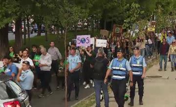 Românii au ieşit în stradă pentru greva globală împotriva schimbărilor climatice