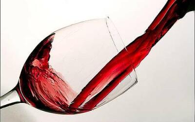 Vinul rosu ar putea combate obezitatea! VIDEO