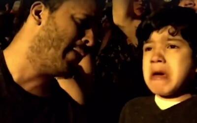 Momentul emotionant in care un baietel care sufera de autism este dus de tatal sau la un concert Coldplay! Ce s-a intamplat dupa ce clipul a ajuns pe net