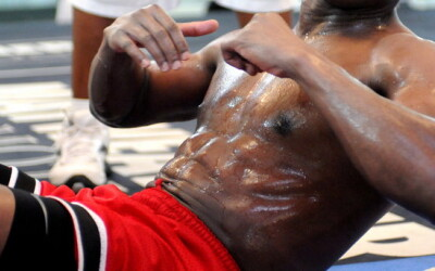 Mayweather si-a dezvaluit secretul abdomenului: Vezi cum se antreneaza! VIDEO