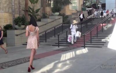 12.000.000 de oameni au vazut clipul: O tanara in stare de ebrietate cere ajutorul unor barbati necunoscuti sa ajunga acasa! VIDEO