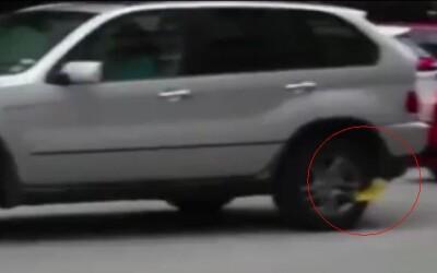 Cum a scapat o femeie de amenda pentru parcare neregulamentara: A ajuns pe Youtube instantaneu VIDEO