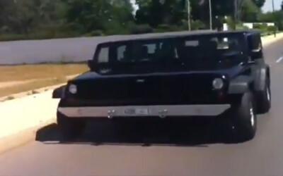 Ultima nebunie: Cum merge Jeepul de 4 metri latime pe sosea! VIDEO