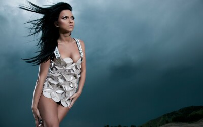 Inna, topless intr-o revista din Spania! FOTO