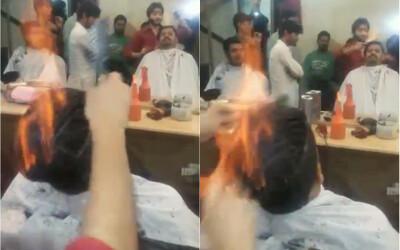 Nu incercati asa ceva acasa! Un frizer din India nu foloseste foarfeca, ci FOCUL
