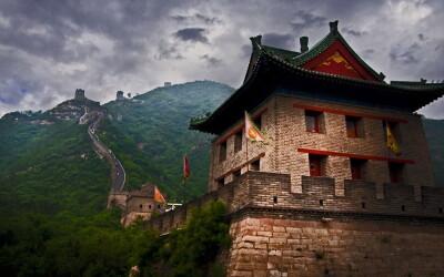 Hotii au reusit ce n-au putut face zeci de popoare migratoare: Ce se intampla cu MARELE zid chinezesc